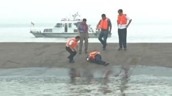 Chìm tàu Trung Quốc: 9 sự thật sau 12 giờ đồng hồ trôi qua 1