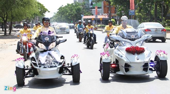 Choáng với dàn Rolls-Royce siêu sang và môtô 3 bánh đi rước dâu ở Nghệ An 2