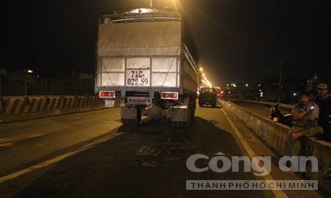 Bản tin 113 – sáng 2/6: Nam thanh niên lao đầu vào xe tải tự tử trong đêm… 1