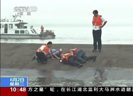 Tàu chìm ở Trung Quốc: Người sống sót la hét cầu cứu 1