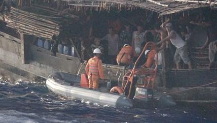 Tàu Hải quân Trung Quốc đe dọa tàu cứu nạn Việt Nam ở Hoàng Sa 2