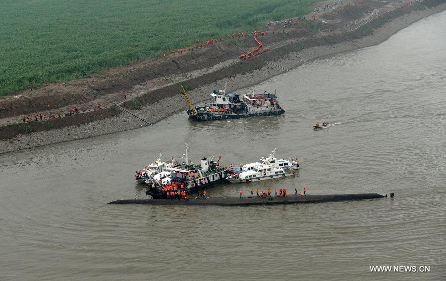 Chìm tàu Trung Quốc: 14 người sống sót, hơn 430 người vẫn mất tích 1