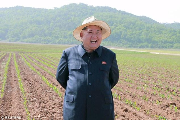 Kim Jong-un đội mũ thời trang đi thăm lúa 3
