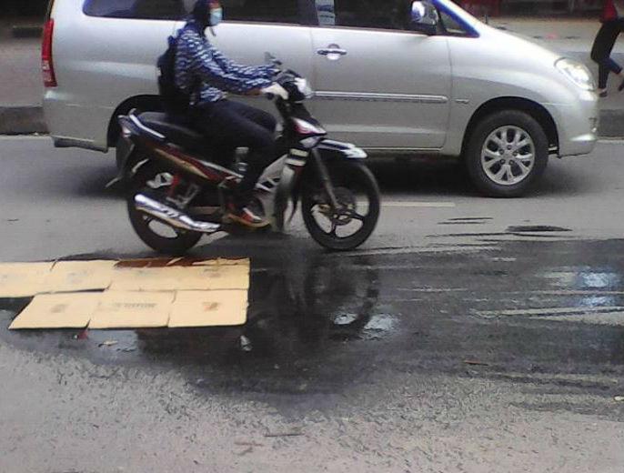 Xe cứu hộ 'phun' dầu xuống đường, xe máy 'vồ ếch' 2