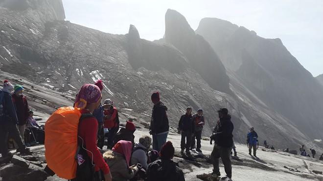 Video: Động đất trên núi cao nhất Malaysia, hơn trăm người mắc kẹt 1
