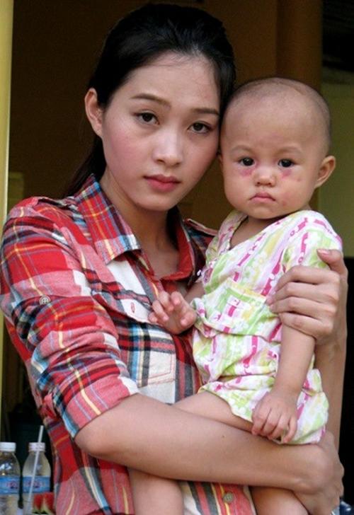 Hình ảnh Soi mặt mộc khi không son phấn của 4 hoa hậu Việt số 3