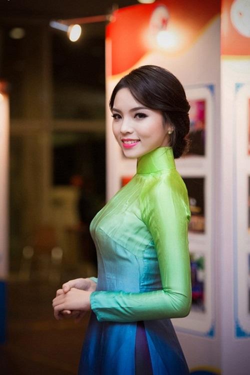 Hình ảnh Soi mặt mộc khi không son phấn của 4 hoa hậu Việt số 4