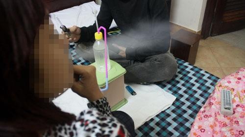 Kỹ nghệ làm gái từ những cuộc 'đốt xác' trong khói ma túy 1