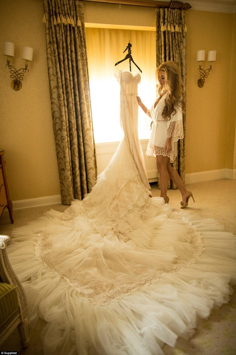 Đám cưới siêu sang nhất thế giới: Cô dâu chi hơn 21 tỷ đồng cho hoa tươi 8