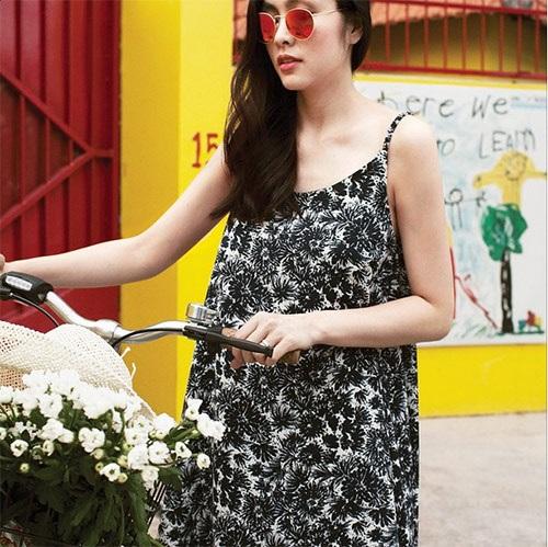 Tăng Thanh Hà rạng rỡ đạp xe, khoe vẻ đẹp hoàn hảo sau sinh 4