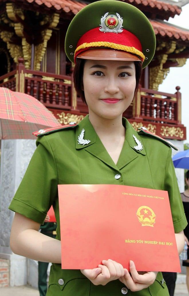 Chân dung nữ sinh phá vỡ kỷ lục thăng hàm của Học viện Cảnh sát 1