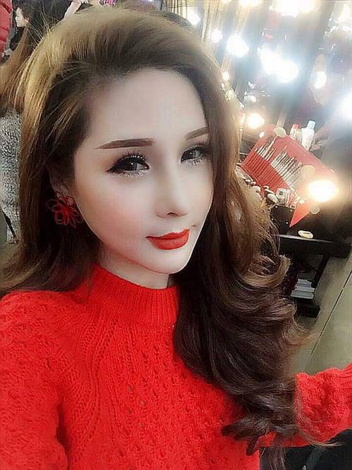 Hình ảnh Tina Lê chuyên gia make up tự tin khẳng định kiếm 1 tỷ mỗi tháng số 1