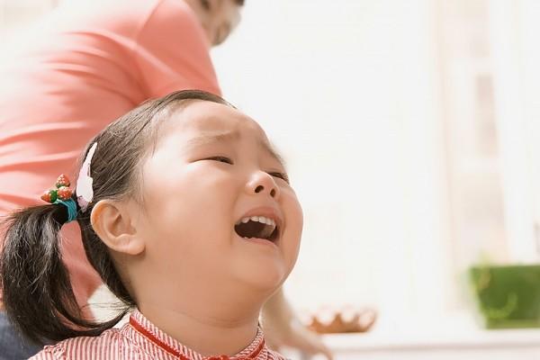 Bố mẹ nên làm gì khi trẻ khóc mè nheo? 1