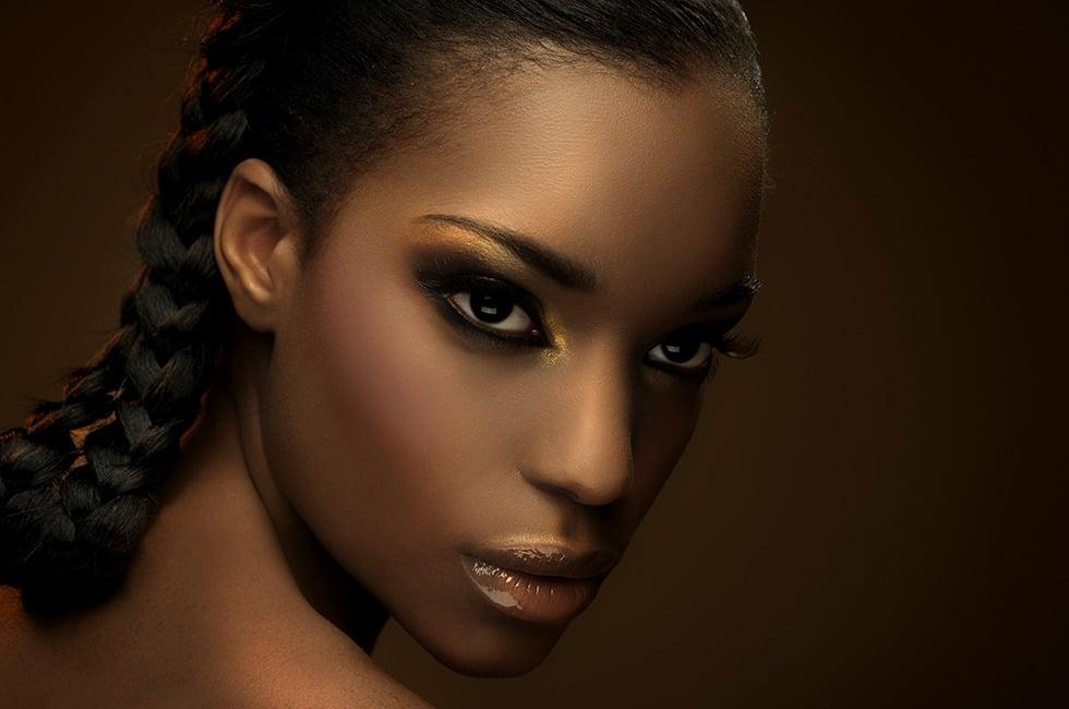 Hình ảnh Cách trang điểm cho da ngăm đen với 5 mẹo giúp bạn nổi bật số 1