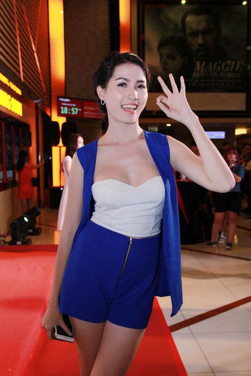 Hình ảnh Phan Thị Mơ khoe vẻ quyến rũ trong buổi ra mắt phim số 2