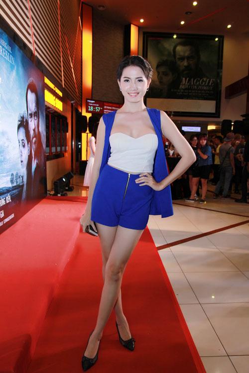Hình ảnh Phan Thị Mơ khoe vẻ quyến rũ trong buổi ra mắt phim số 1