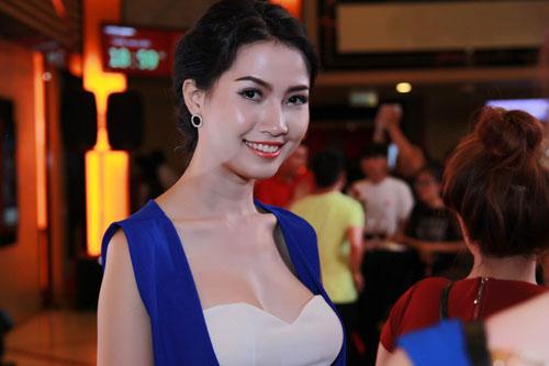 Hình ảnh Phan Thị Mơ khoe vẻ quyến rũ trong buổi ra mắt phim số 4