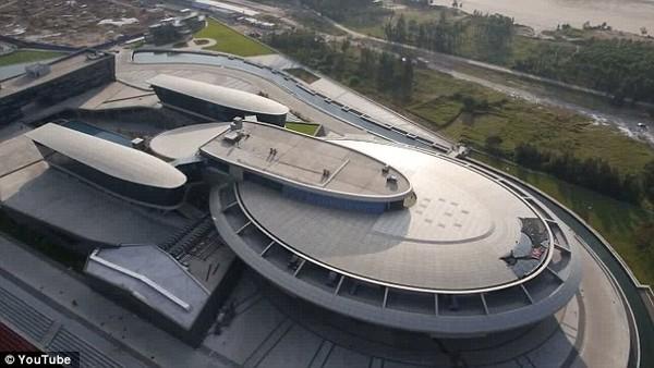 """Trụ sở làm việc """"tàu vũ trụ"""" 3 nghìn tỉ của đại gia xứ Trung 2"""