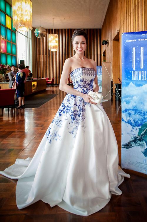 Vũ Ngọc Anh lọt top Sao Việt mặc đẹp nhất tuần qua 1