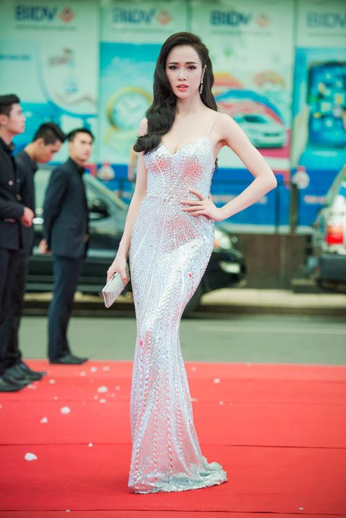 Vũ Ngọc Anh lọt top Sao Việt mặc đẹp nhất tuần qua 2