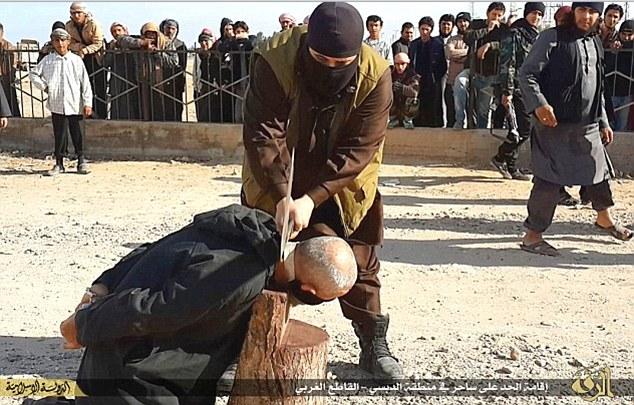 Phiến quân IS bị chặt đầu vì cố ý làm lây lan bệnh AIDS 2