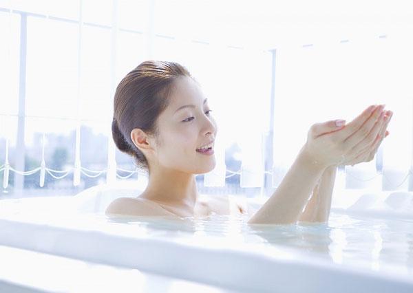 Những điều cần tránh tuyệt đối khi tắm 1