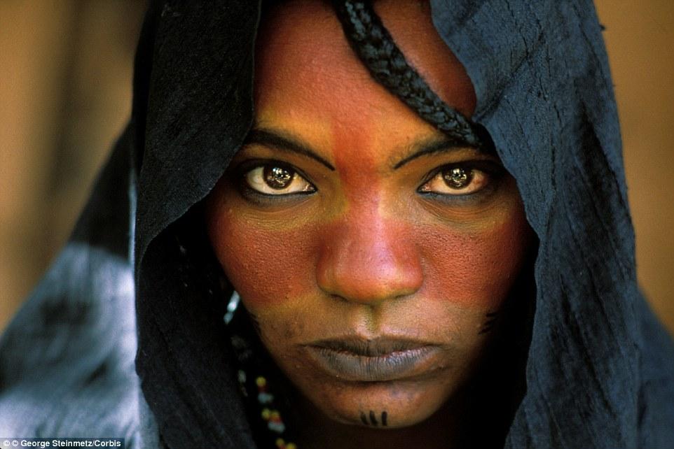 """Khám phá bộ lạc du mục """"nữ quyền"""" bí ẩn ở sa mạc Sahara 1"""