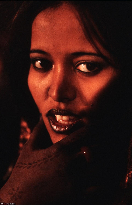 """Khám phá bộ lạc du mục """"nữ quyền"""" bí ẩn ở sa mạc Sahara 12"""