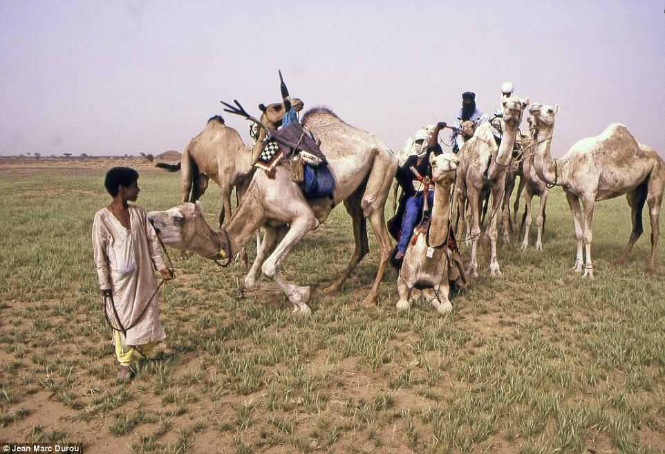 """Khám phá bộ lạc du mục """"nữ quyền"""" bí ẩn ở sa mạc Sahara 15"""
