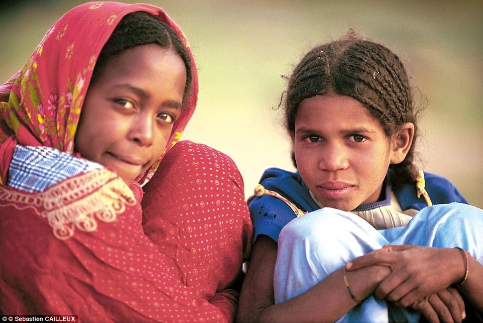 """Khám phá bộ lạc du mục """"nữ quyền"""" bí ẩn ở sa mạc Sahara 6"""