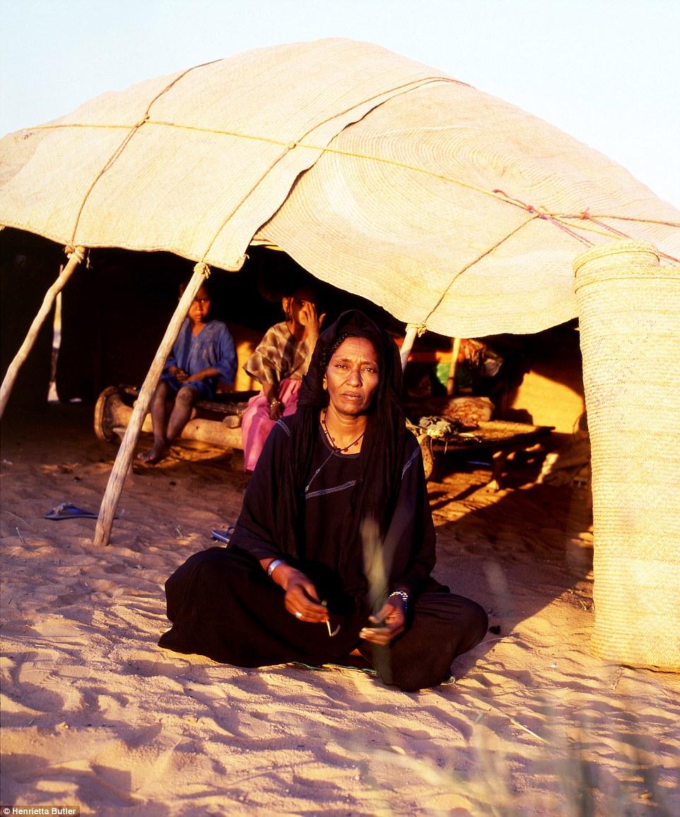 """Khám phá bộ lạc du mục """"nữ quyền"""" bí ẩn ở sa mạc Sahara 7"""