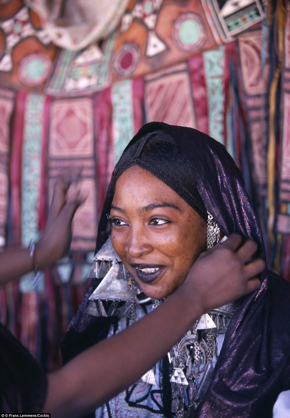 """Khám phá bộ lạc du mục """"nữ quyền"""" bí ẩn ở sa mạc Sahara 8"""