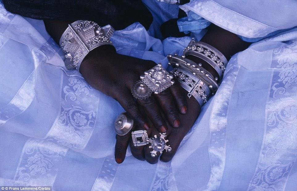 """Khám phá bộ lạc du mục """"nữ quyền"""" bí ẩn ở sa mạc Sahara 10"""