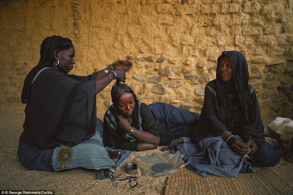"""Khám phá bộ lạc du mục """"nữ quyền"""" bí ẩn ở sa mạc Sahara 14"""