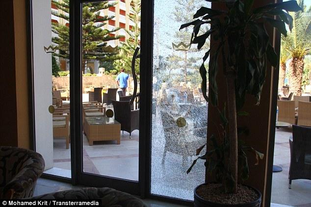 Xả súng vào khách sạn nghỉ dưỡng nổi tiếng Tunisia, 38 người chết 2