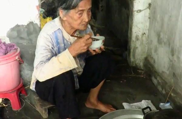 Video xúc động: Cụ bà bán rau Thái Bình kiếm 10.000 đồng/ngày 3