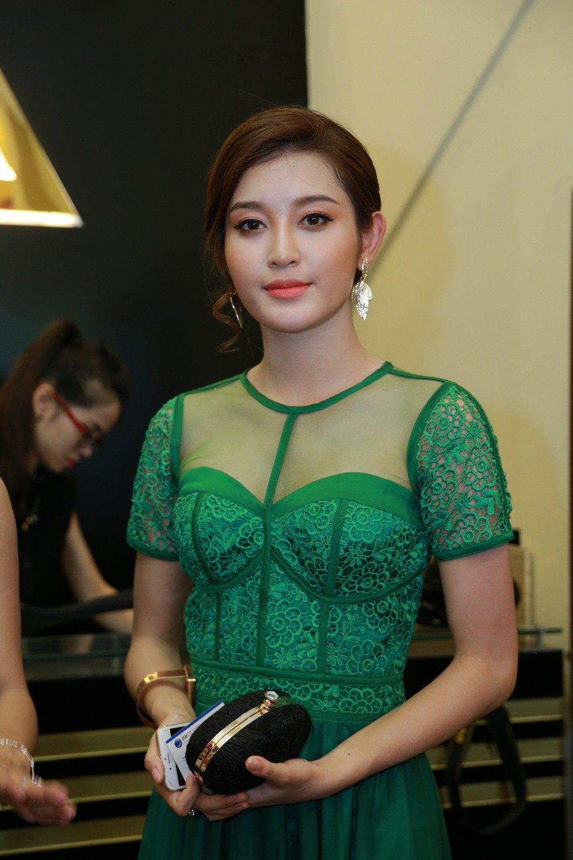 Hoa hậu Ngọc Hân đọ sắc bên Á hậu Huyền My 4