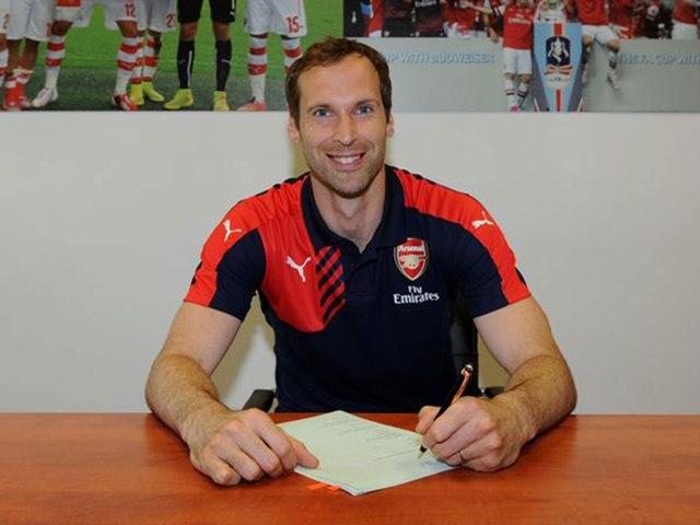 Petr Cech chính thức là người của Arsenal  1