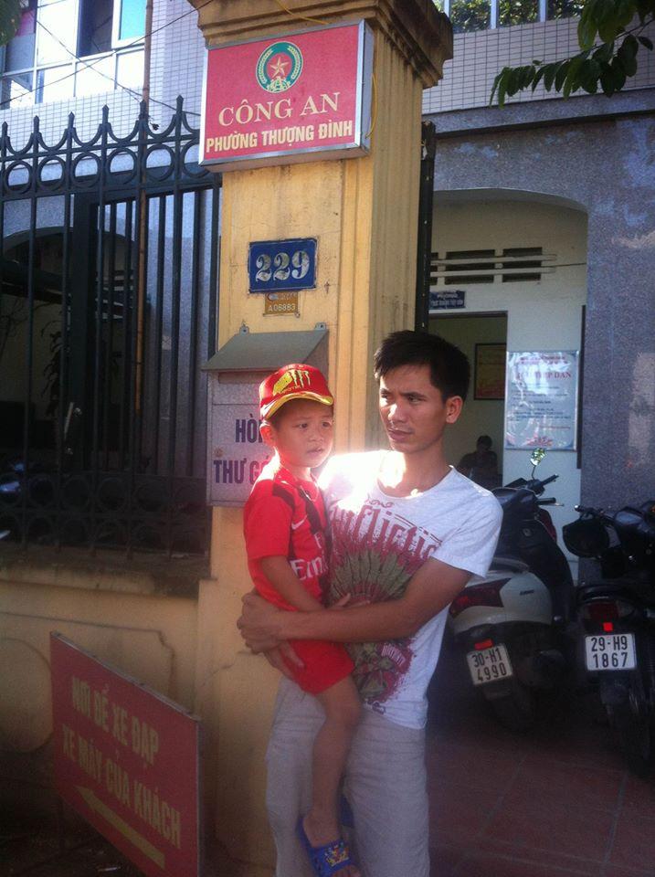 Hà Nội: Đi khám bệnh, bé trai 5 tuổi ở Lạng Sơn bị lạc giữa phố 2
