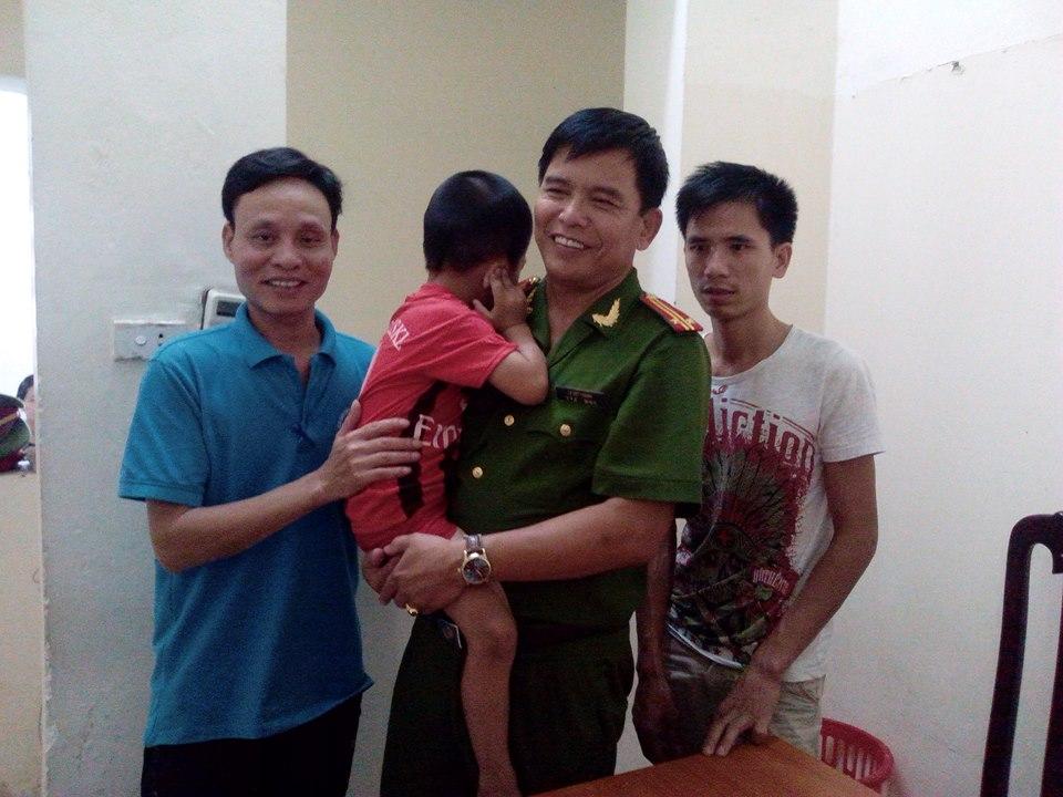 Hà Nội: Đi khám bệnh, bé trai 5 tuổi ở Lạng Sơn bị lạc giữa phố 1