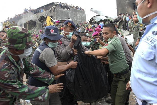 Máy bay Indonesia rơi: Số người thiệt mạng đã lên tới 141 1