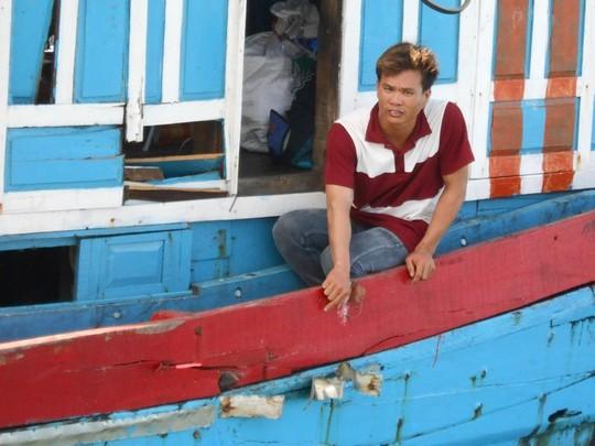 Tàu cá ngư dân Quảng Ngãi bị tàu Trung Quốc tấn công ở Hoàng Sa 1