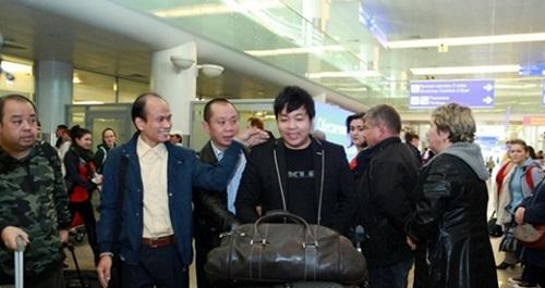 Quang Lê về Mỹ sau scandal 'cướp gà' của Đàm Vĩnh Hưng 2