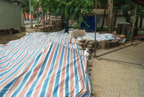 Chuyển gần 200 bộ hài cốt trước cổng ĐH Công Đoàn đến Ban tang lễ TP Hà Nội 1
