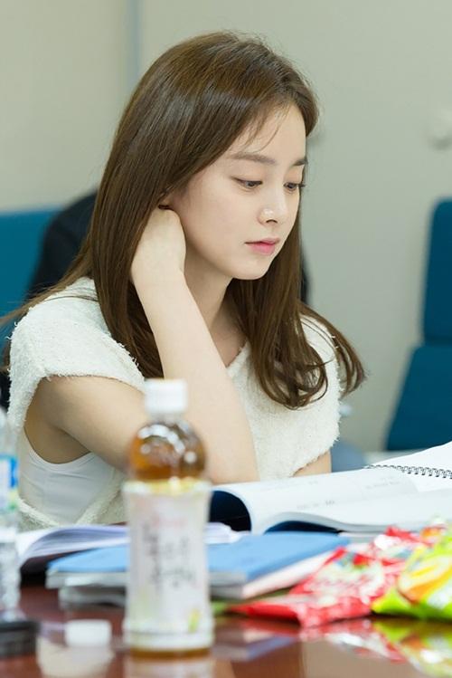 Kim Tae Hee đẹp không tì vết ở tuổi 35 1