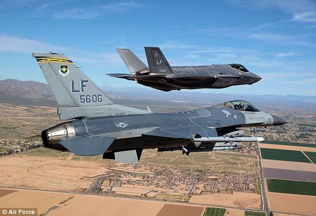 Soi siêu chiến đấu cơ trăm triệu USD của Không quân Mỹ 6
