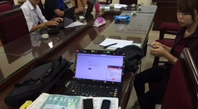 Cặp nam nữ đọc giải đề môn Sử vào phòng thi: Bộ GD-ĐT nói gì?  1