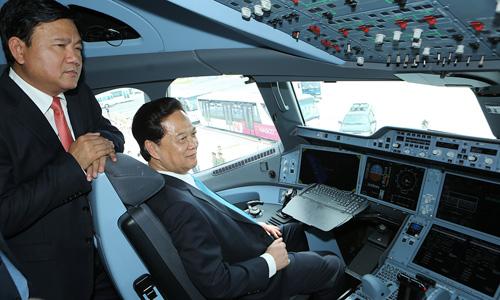 Chùm ảnh Thủ tướng thị sát máy bay A350 đầu tiên của Việt Nam 3