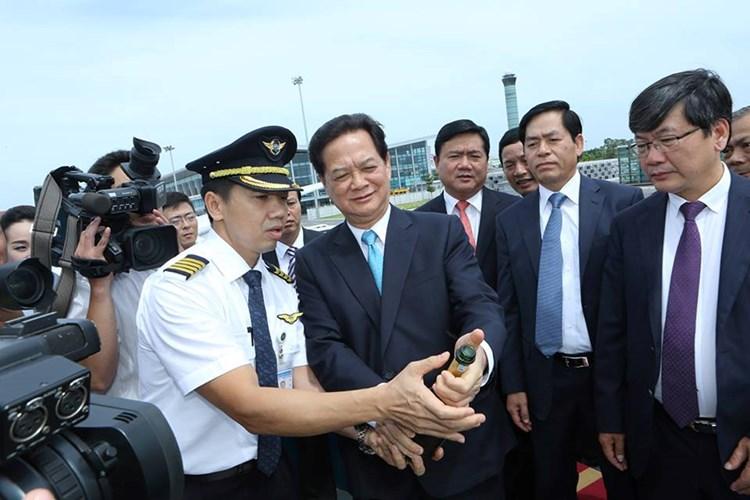 Chùm ảnh Thủ tướng thị sát máy bay A350 đầu tiên của Việt Nam 2