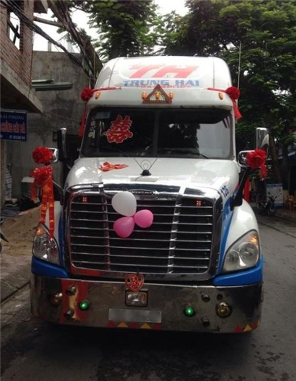 Cận cảnh rước dâu bằng đầu xe container ở Hải Phòng 3